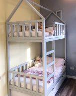 Кровать-домик-с-дымоходом-двухъярусная1