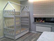 Кровать-домик-с-дымоходом-двухъярусная2
